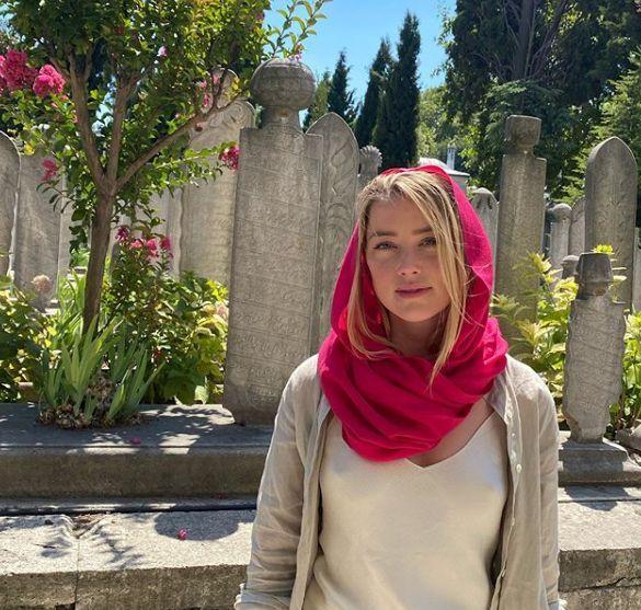 Amber Heard poses in a scarf inTurkey