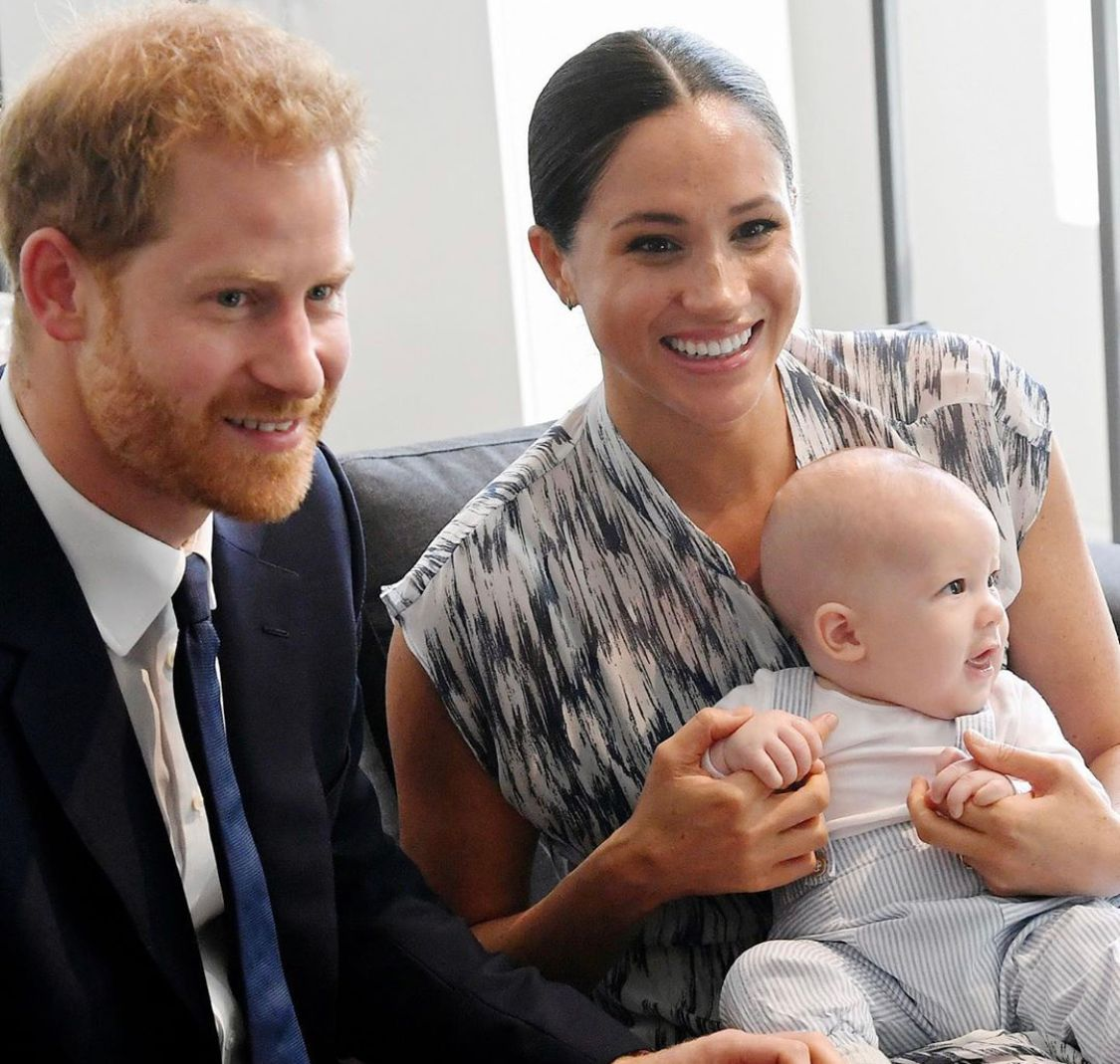 An amazing throwback photo showing Prince Harry, Meghan Markle and baby Archie as an infant. They all look incredible.