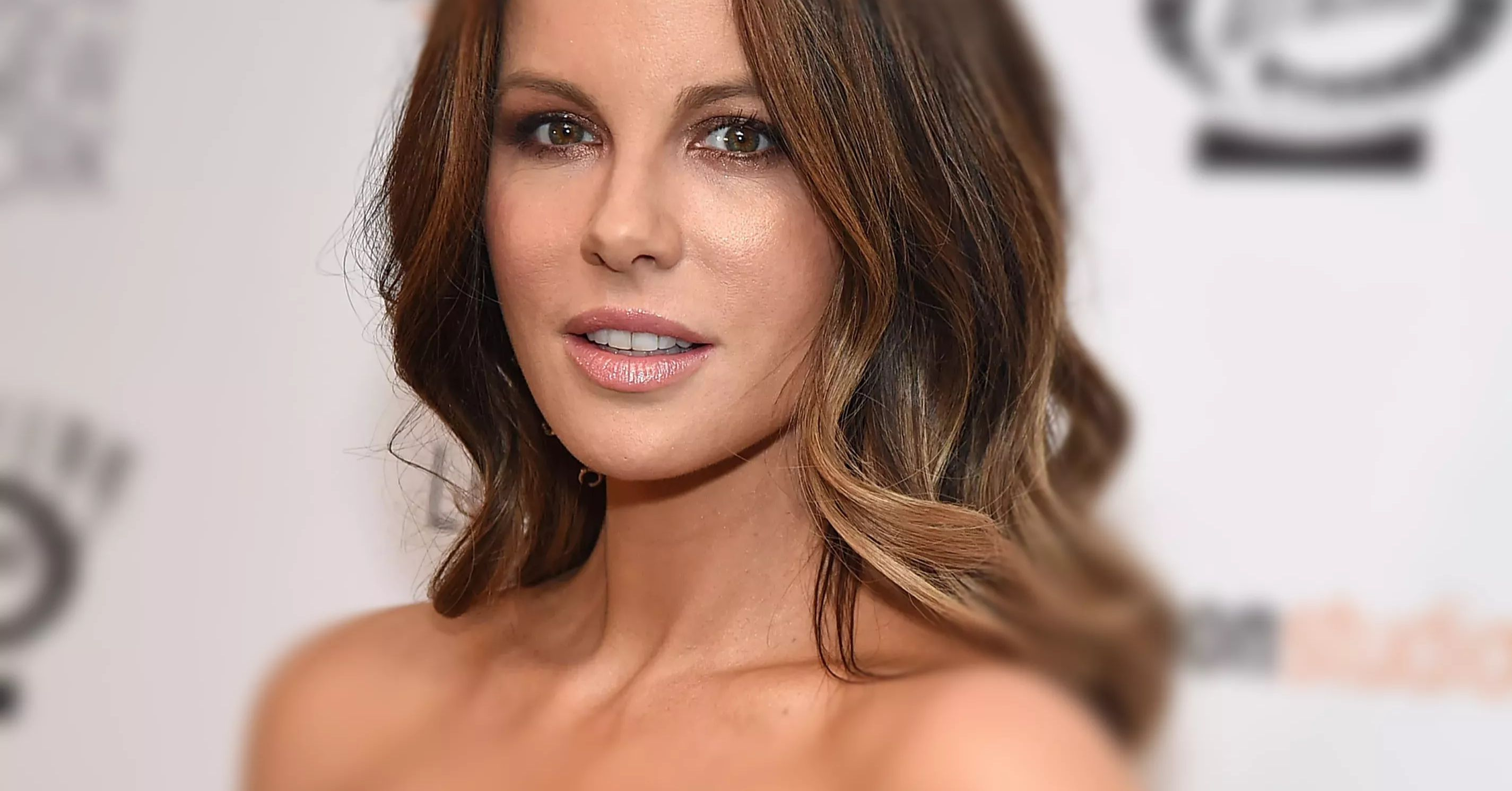 Kate Beckinsale Shuts Down Instagram Troll With 'Perfect Answer' On Dating Younger Men thumbnail
