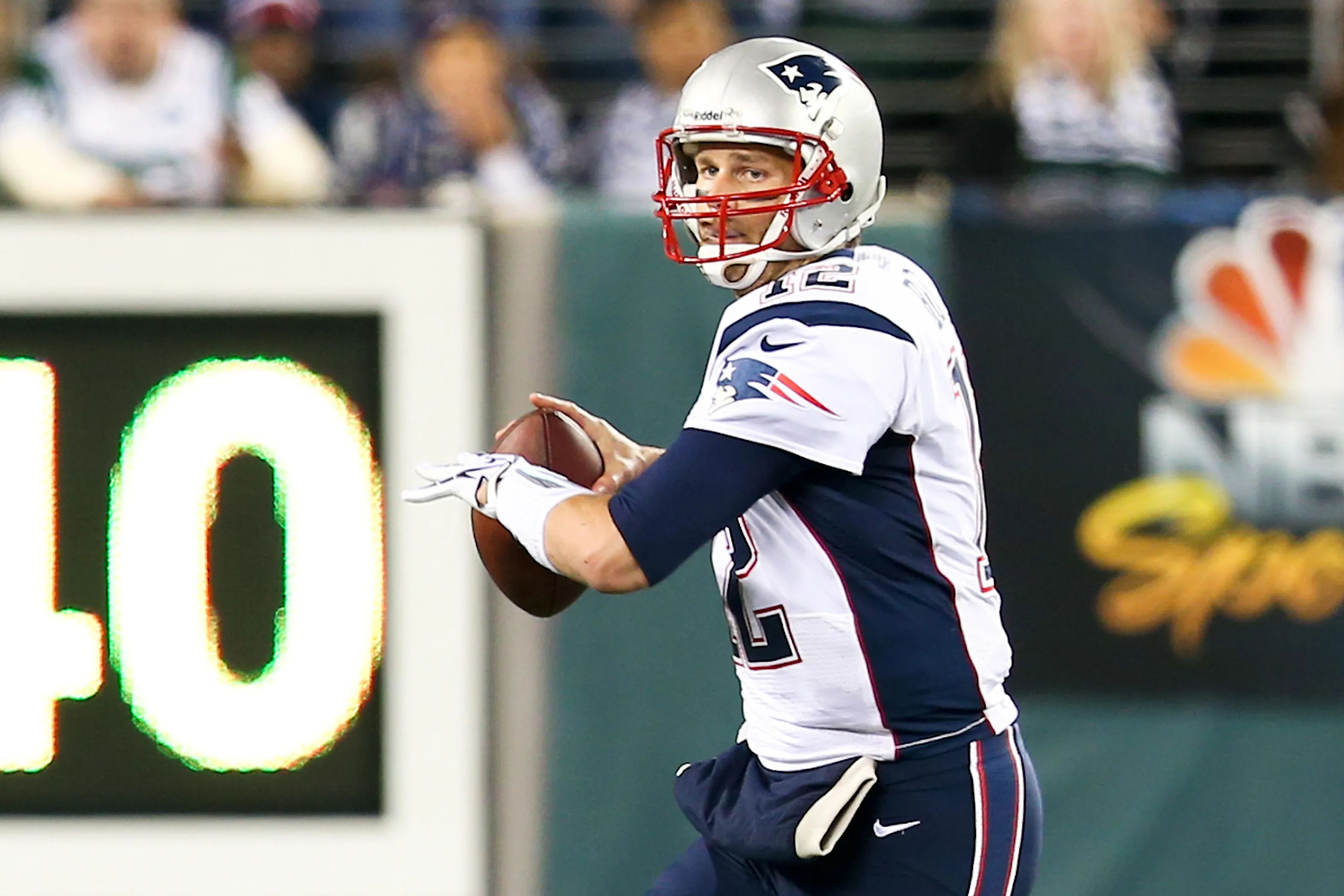 Tom Brady passing the ball