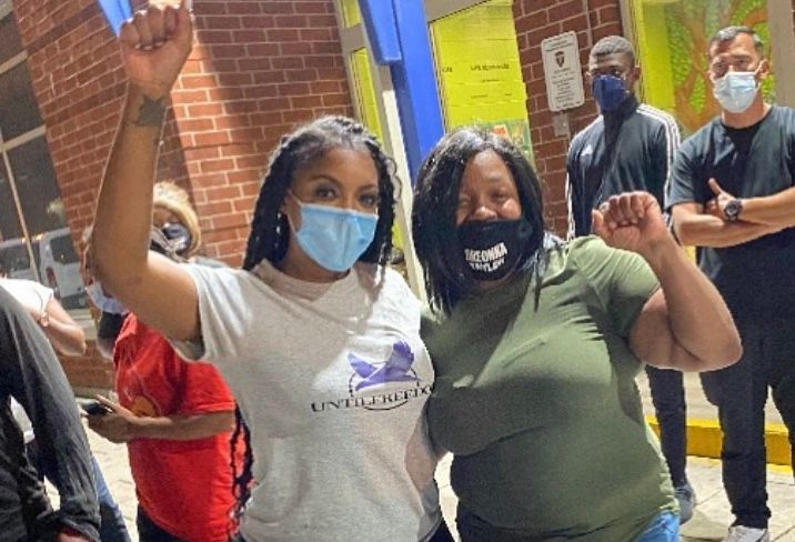 Porsha Williams Takes Photo Witth Breonna Taylor S Mother After Arrest At Louisville Protest