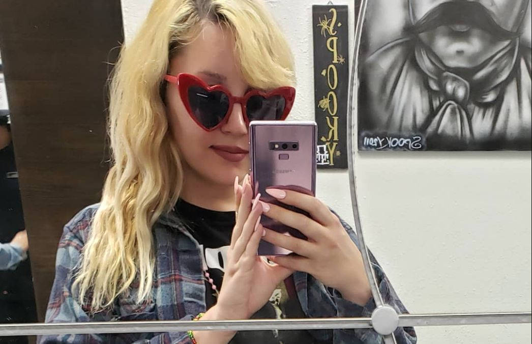 Amanda Bynes Takes A Selfie In The Mirror