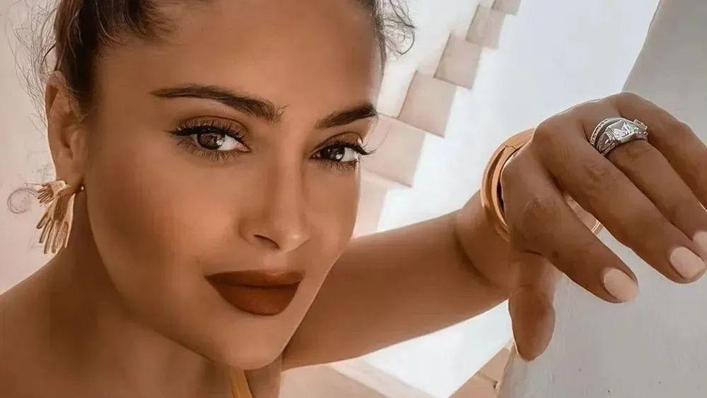 Salma Hayek close up