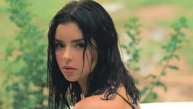 Demi Rose close up