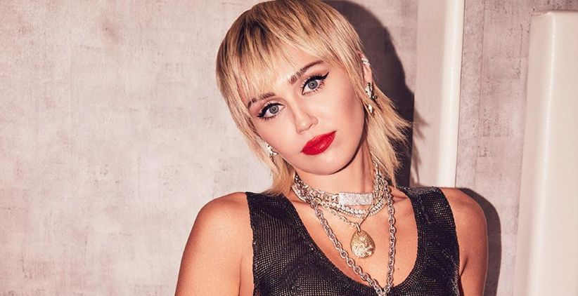 Miley Cyrus with chain necklace