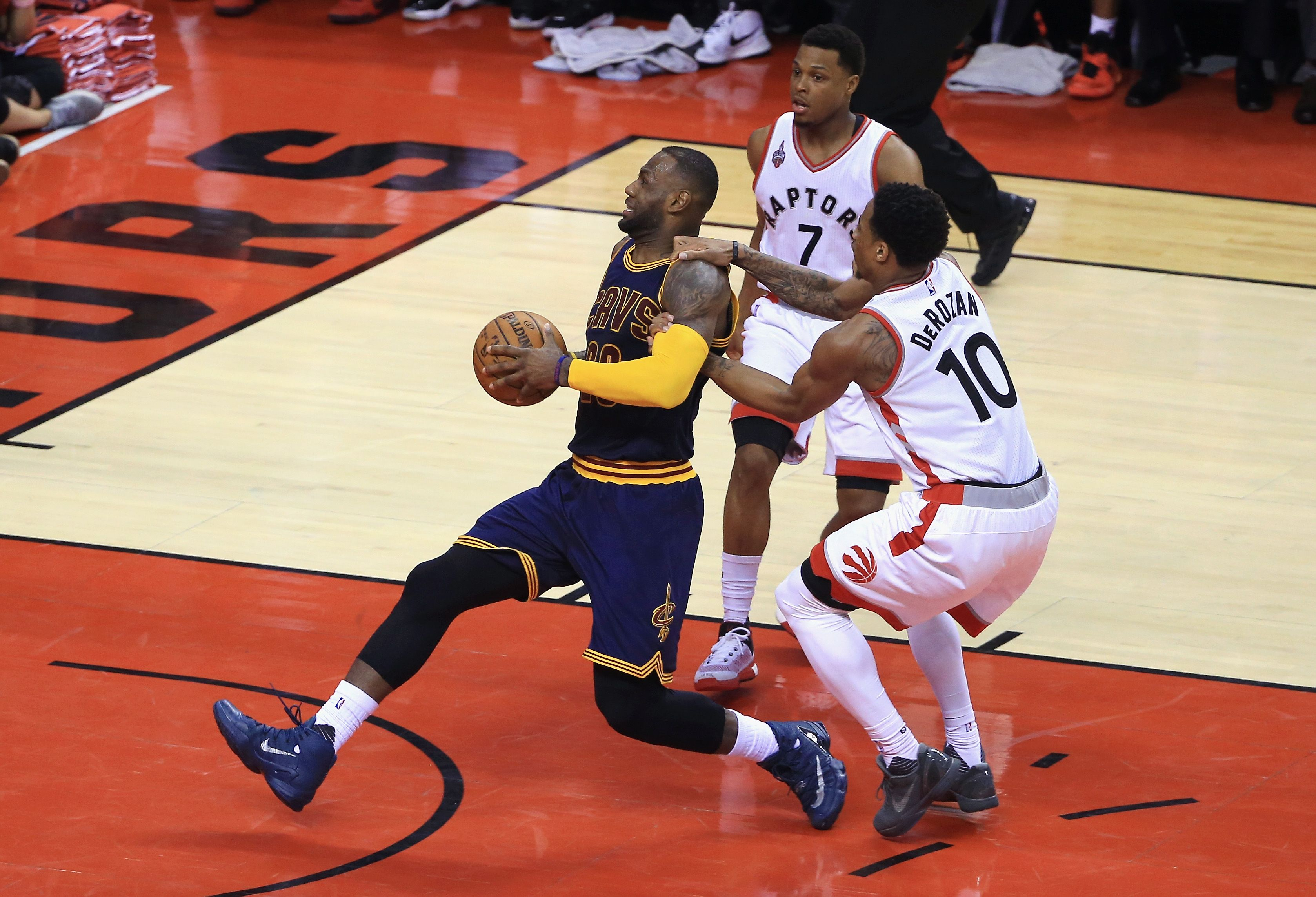 DeMar DeRozan and Kyle Lowry stopping LeBron James
