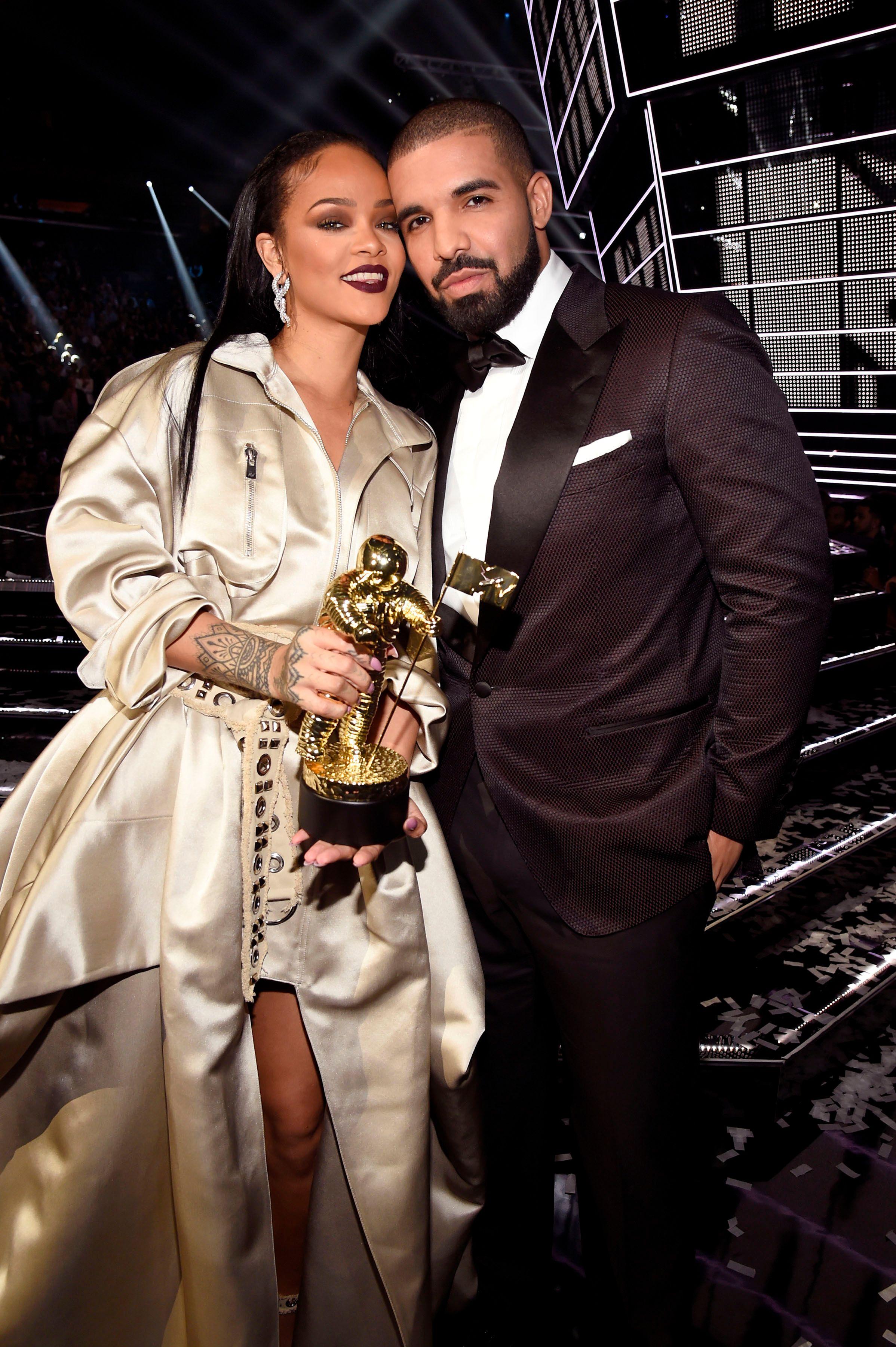Drake dating rihanna craigslist nashville dating