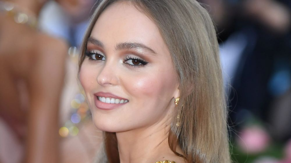 Lily-Rose Depp looks stunning as always in this photo showing her awesome make-up and smile making an appearance at an event.