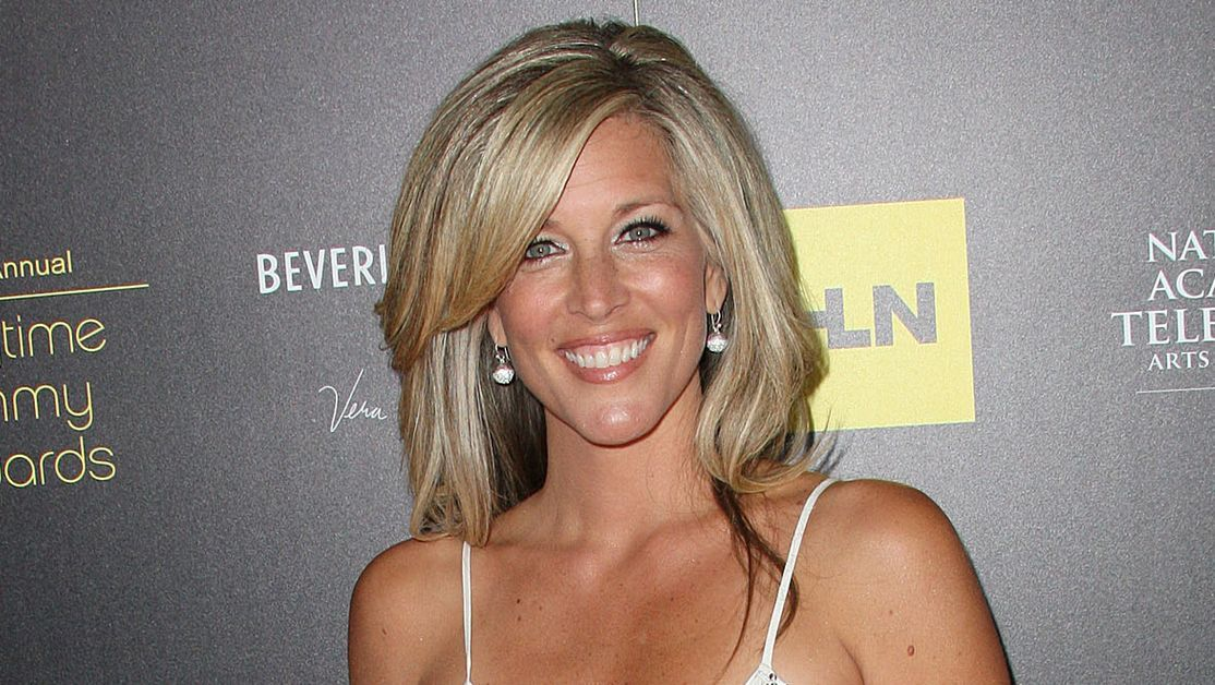 Laura Wright smiles broadly on the red carpet