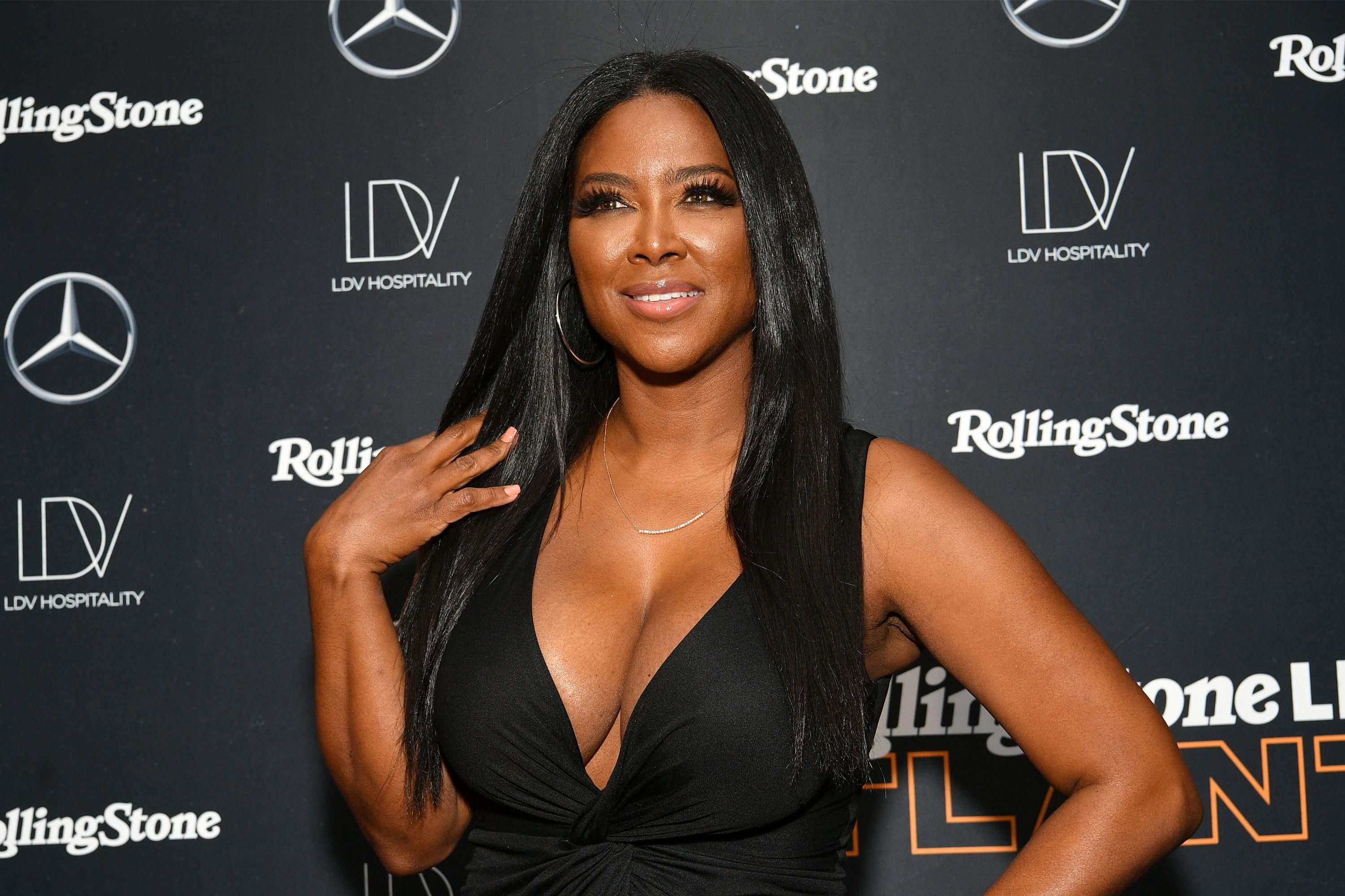 Kenya Moore looks amazing in this black dress that leaves nothing to imagination at an event.
