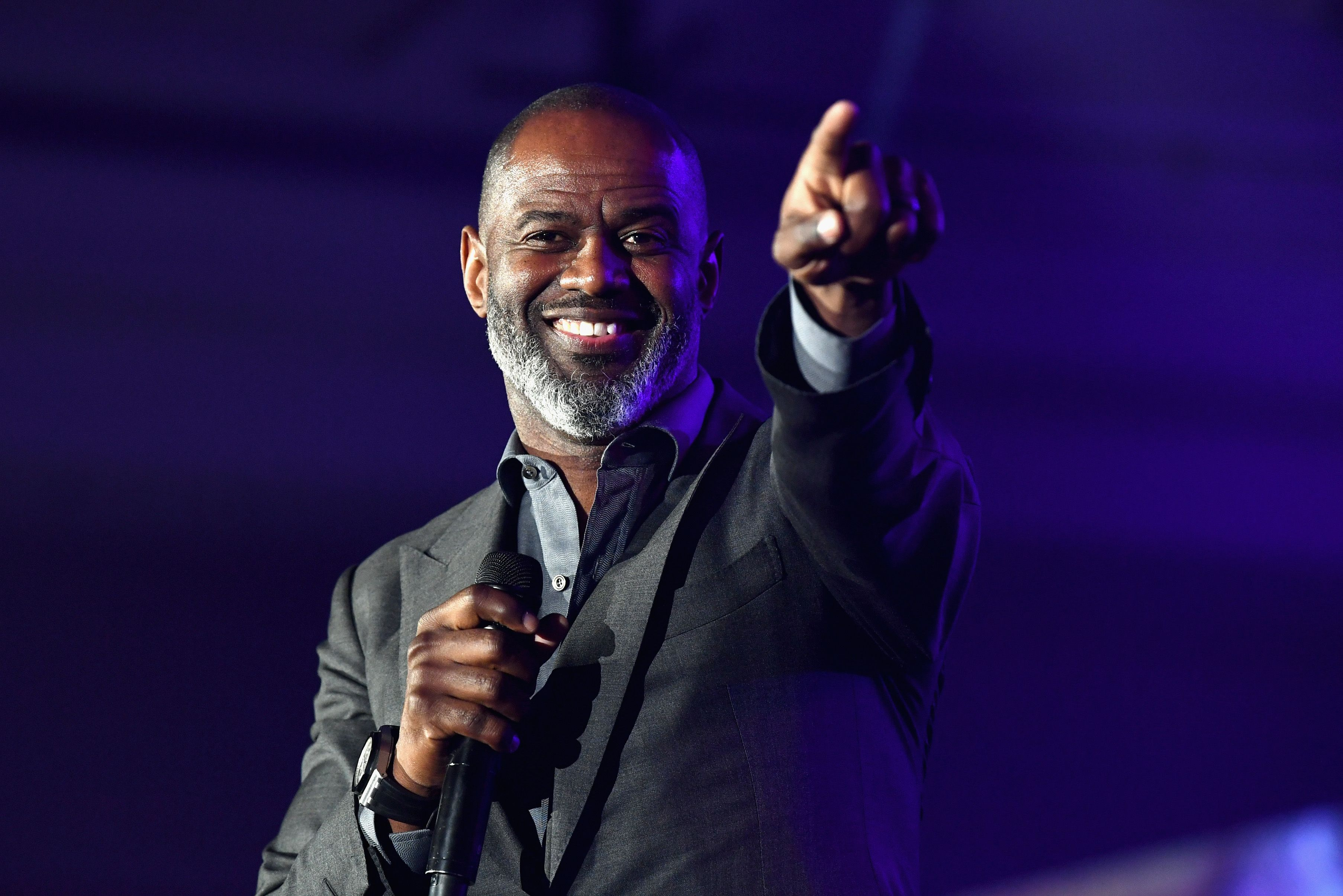 Brian McKnight standing while on stage.