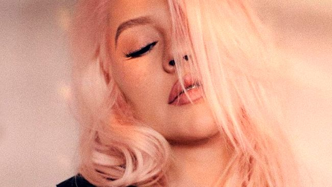 Christina Aguilera is a vision in pink