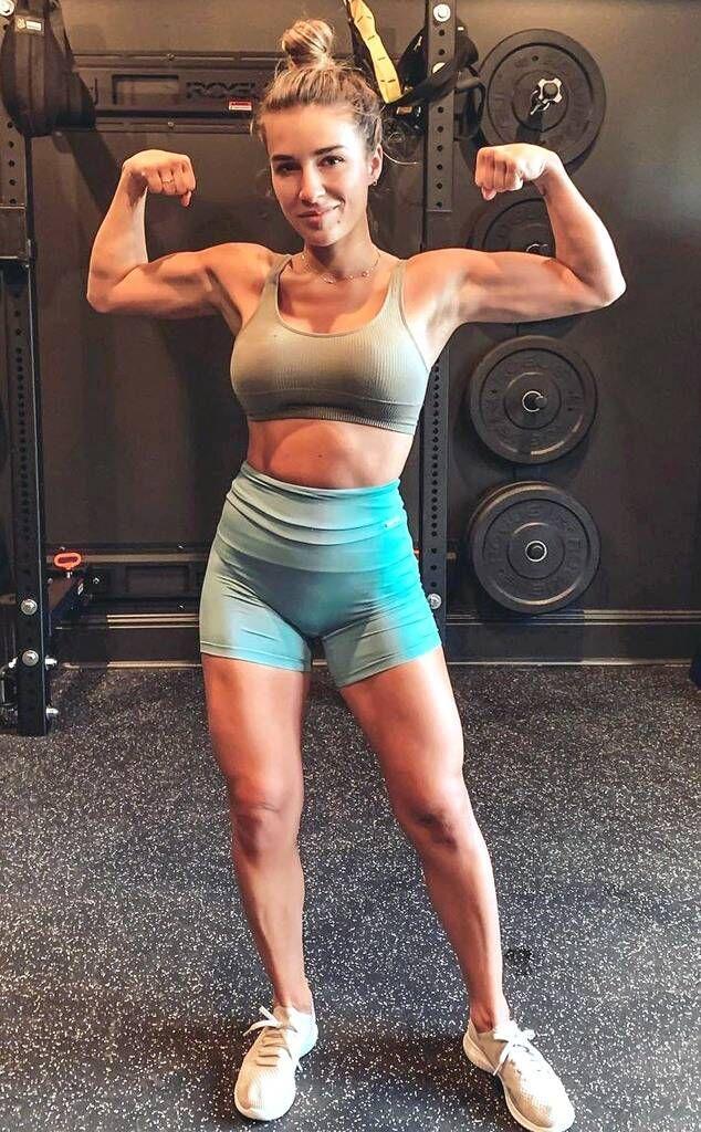Jessie James Decker bicep gym shot