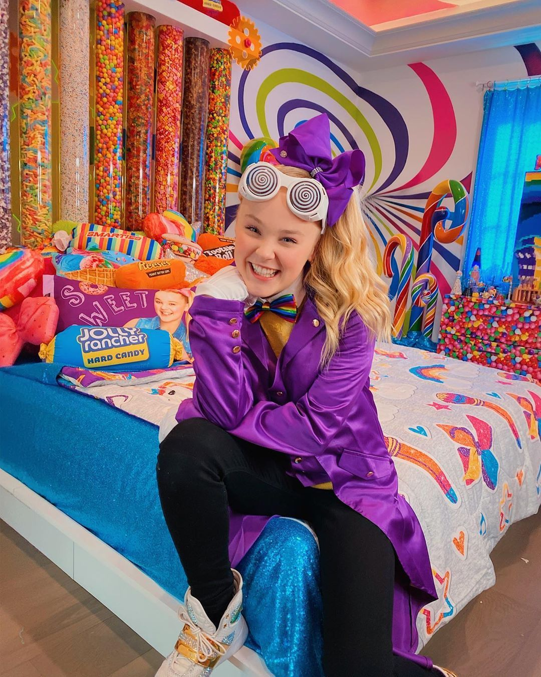 Jojo Siwa Gives Tour Of New Bedroom Which Holds 4000 Pounds Of Candy