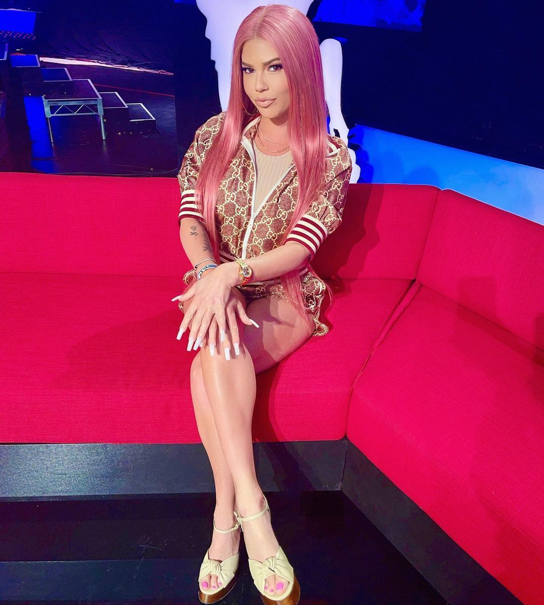 Chanel West Coast on set with pink hair