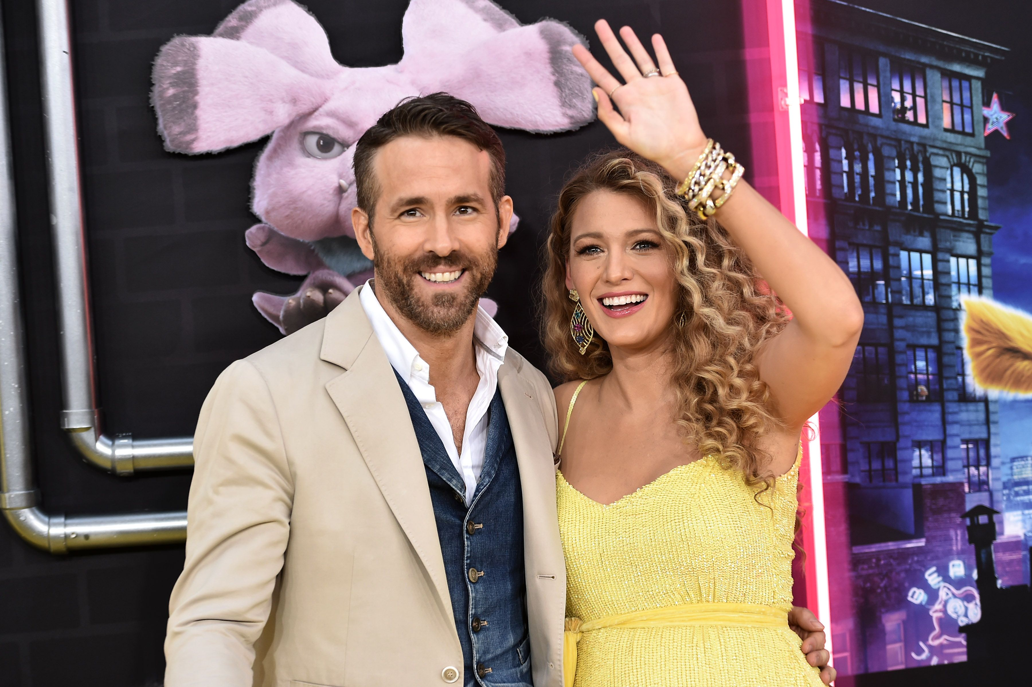 Ryan Reynolds and Blake Lively pose for photographers