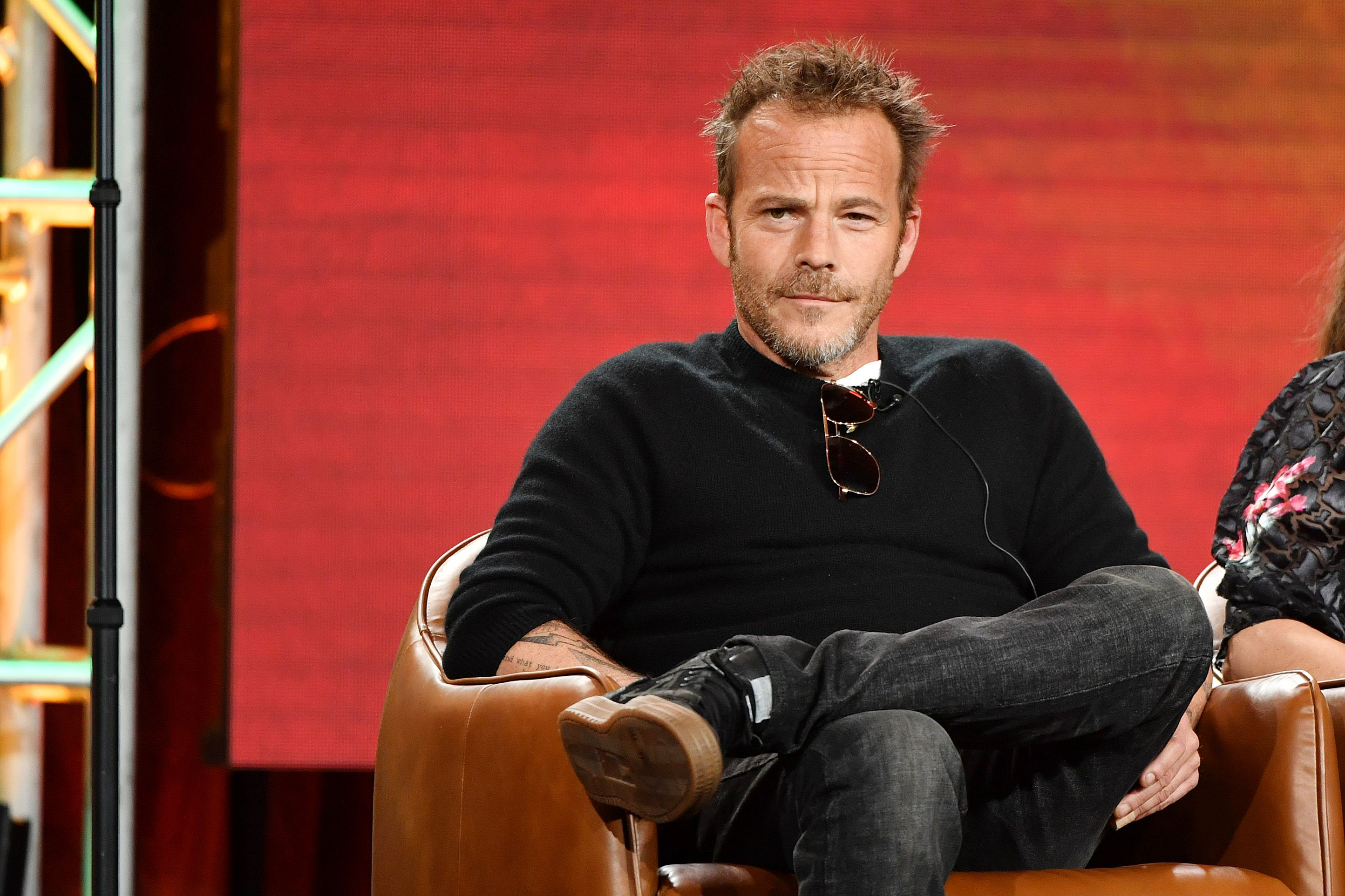 Actor Stephen Dorff sits in a chair.