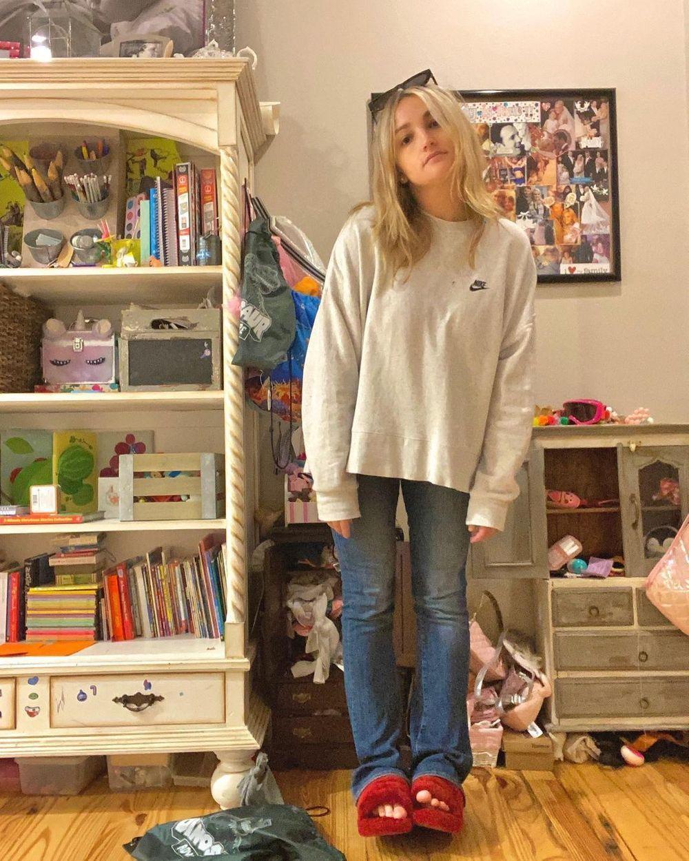 Jamie Lynn Spears home in jeans