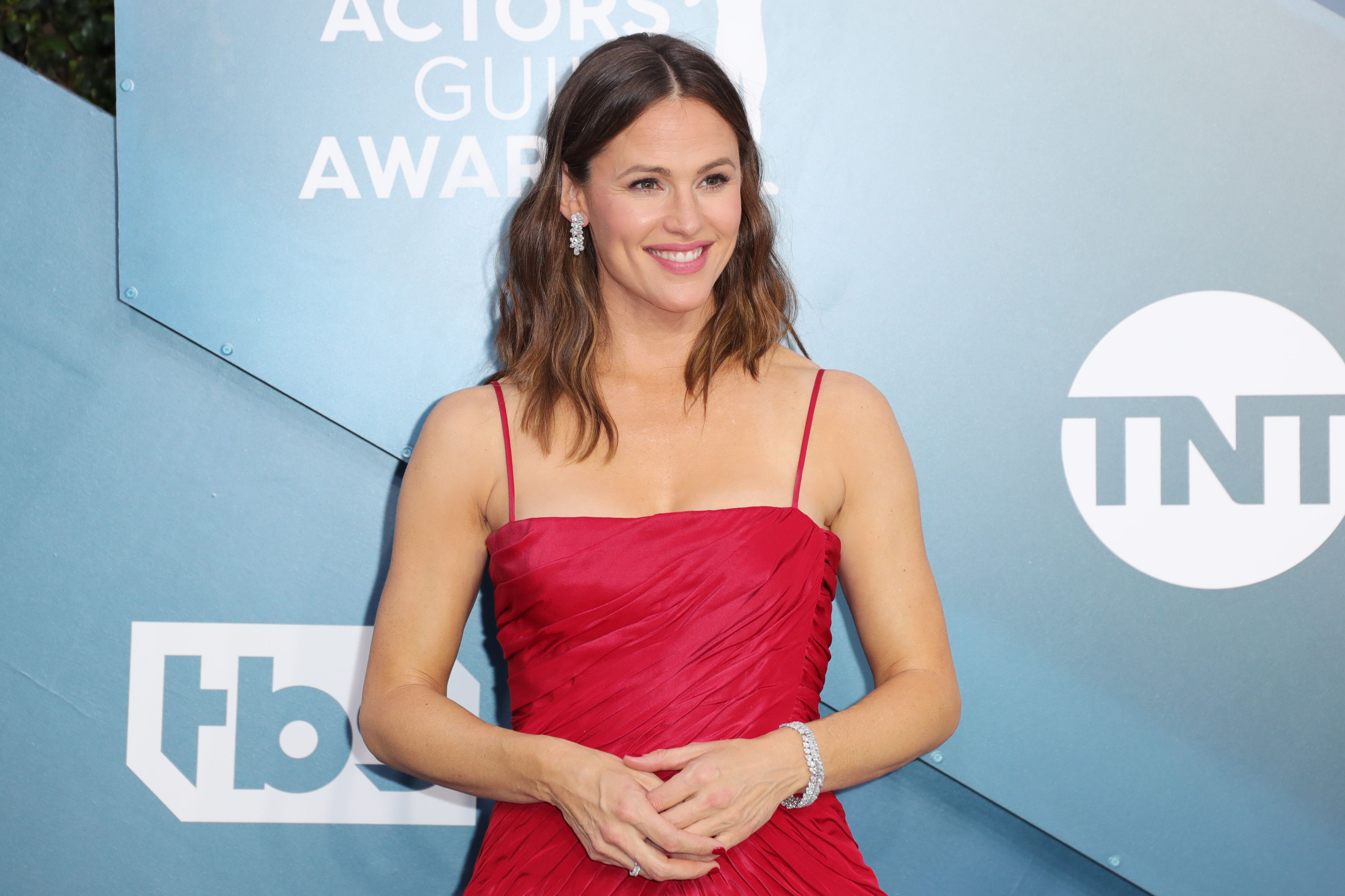 Jennifer Garner looks breath-taking in this designer red dress at an awards event.