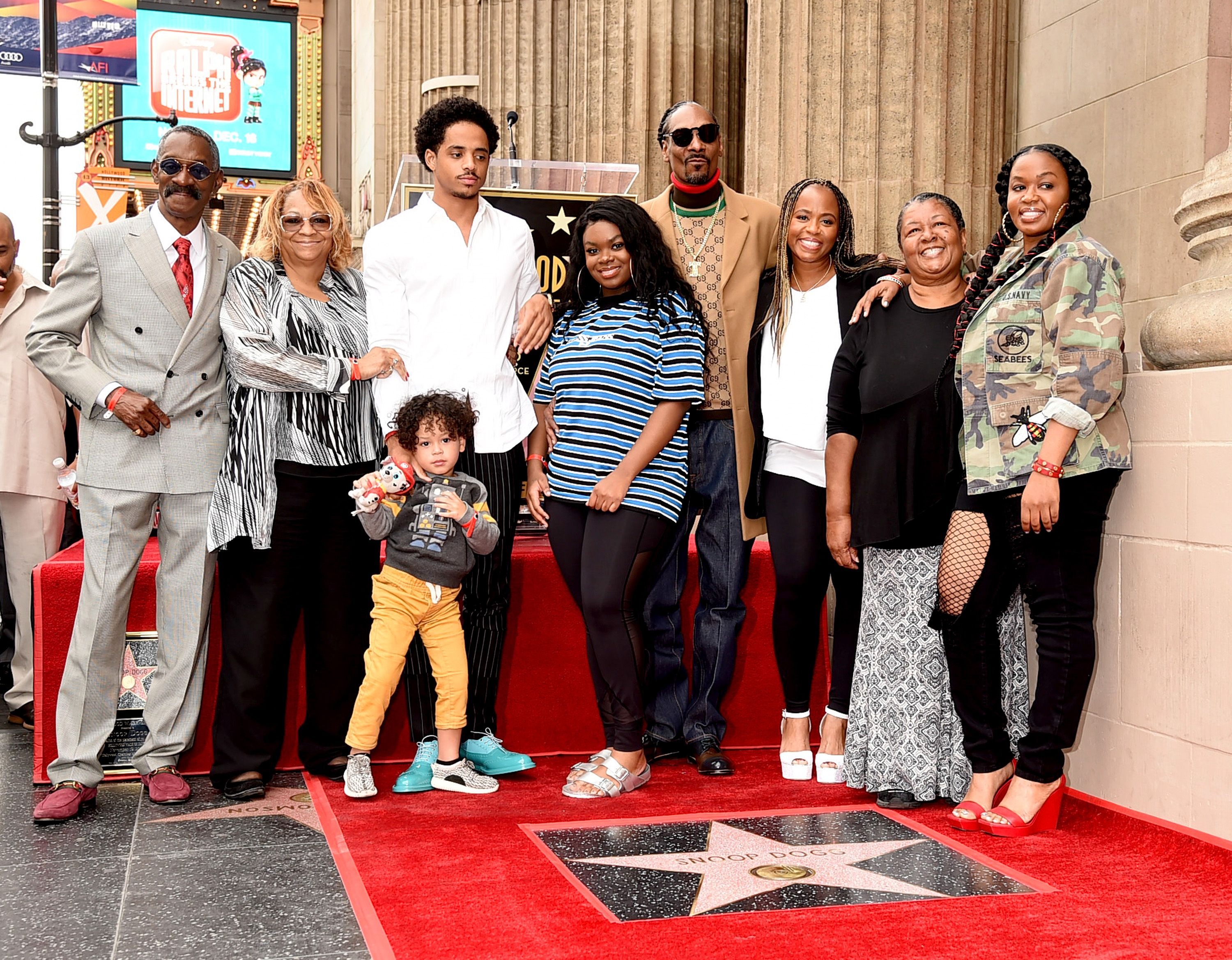 Snoop Dogg with family members