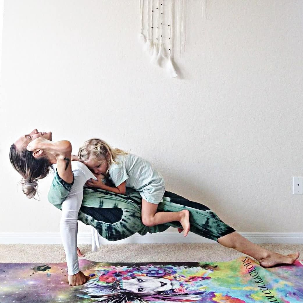 Amazing Pictures Of Woman Who Is Doing Yoga Poses While