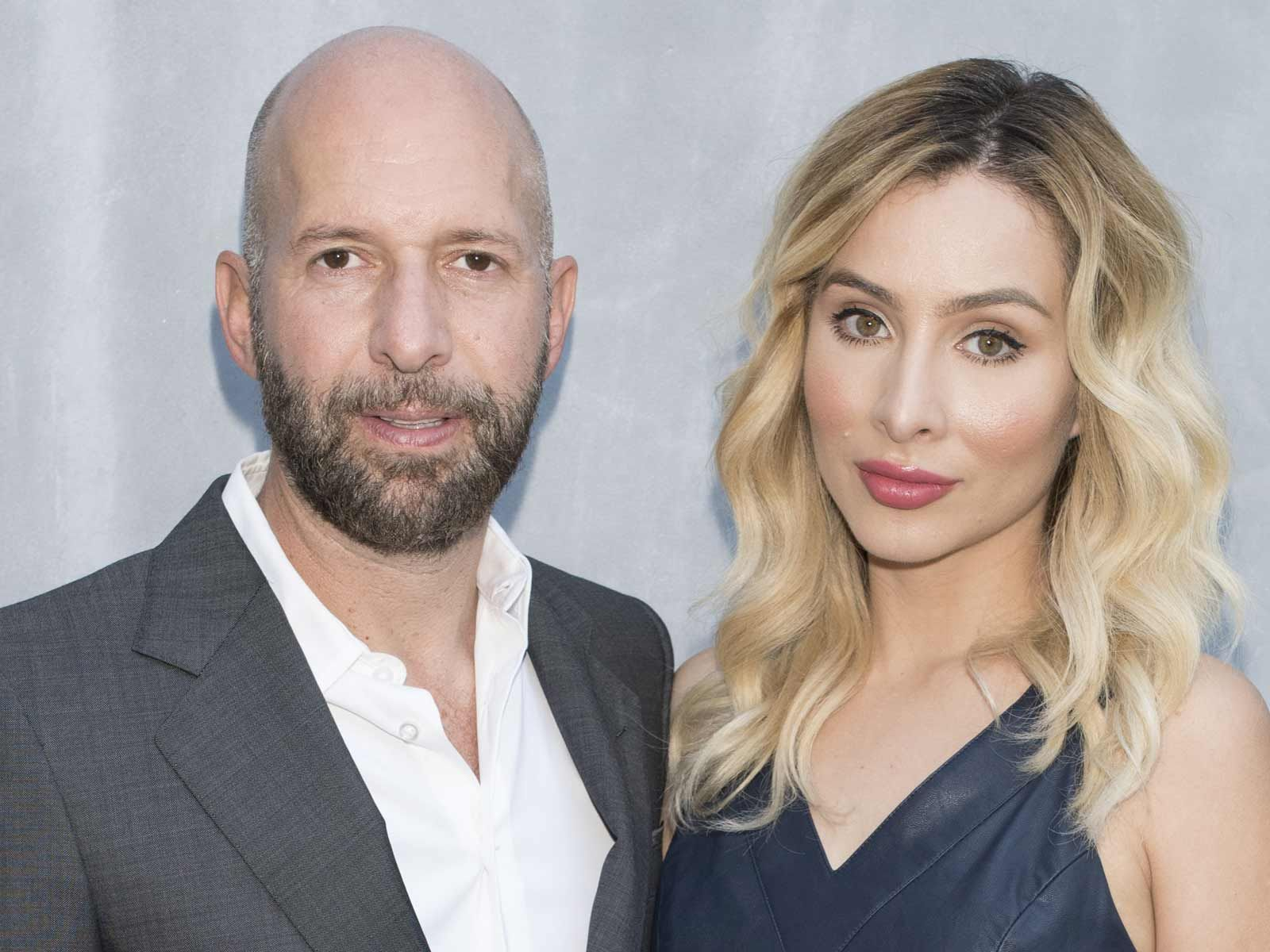 Famous Pickup Artist Neil Strauss Files for Divorce