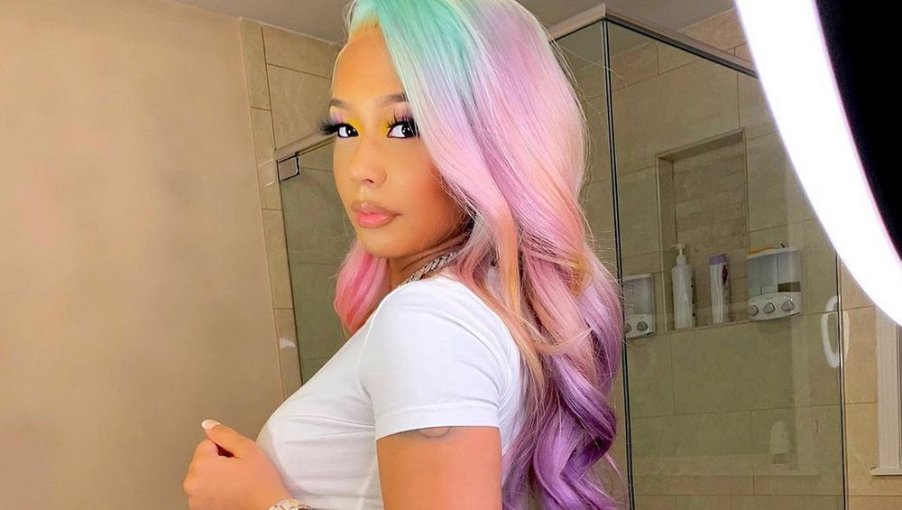Tekashi 6ix9ine's Girlfriend Attracts 'WAP' Attention With Explicit Private Jet Reveal